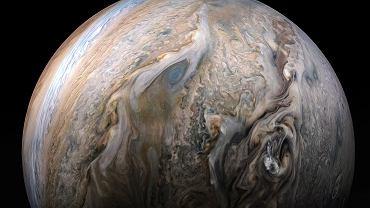 NASA prezentuje wyjątkowe zdjęcie Jowisza. Widać na nim mgłę, która dla naukowców jest zagadką