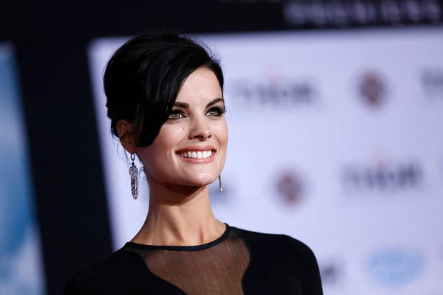 """Cast member Jaimie Alexander poses at the premiere of """"Thor: The Dark World"""" at El Capitan theatre in Hollywood, California November 4, 2013. The movie opens in the U.S. on November 8.   REUTERS/Mario Anzuoni  (UNITED STATES - Tags: ENTERTAINMENT HEADSHOT)"""