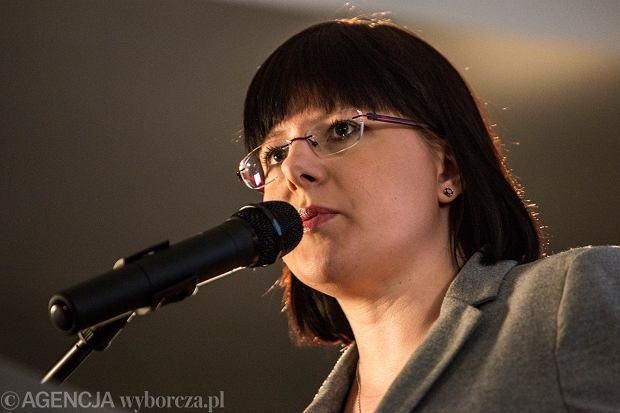 PiS wyciąga z zamrażarki projekt Kai Godek, która chce całkowitego zakazu aborcji. To cios zadany kobietom z wykorzystaniem pandemii