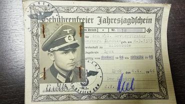 Karnieszewice. Leśnicy znaleźli kankę po mleku z mapami, mundurem i dokumentami żołnierza Wehrmachtu