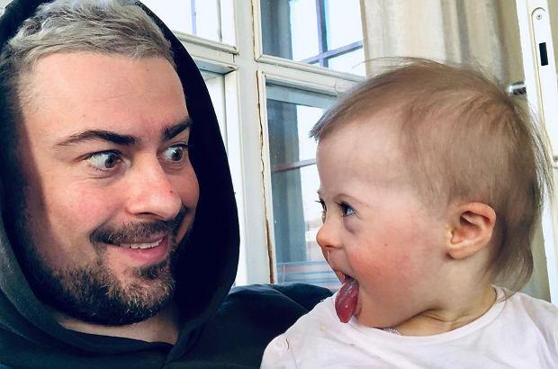 Bartek Królik jest dumnym tatą dwóch córek. Młodsza z nich - Jagoda - niebawem będzie obchodzić drugie urodziny. Współzałożyciel formacji Sistars, obecnie muzyk w zespole Agnieszki Chylińskiej, pochwalił się jej zdjęciem na Instagramie.