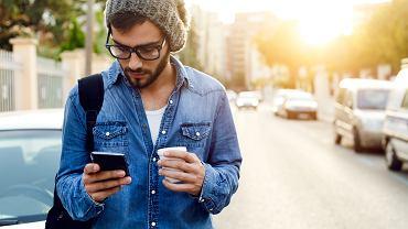 Spis powszechny. Jak dokonać spisu przez telefon? Policja ostrzega przed oszustami