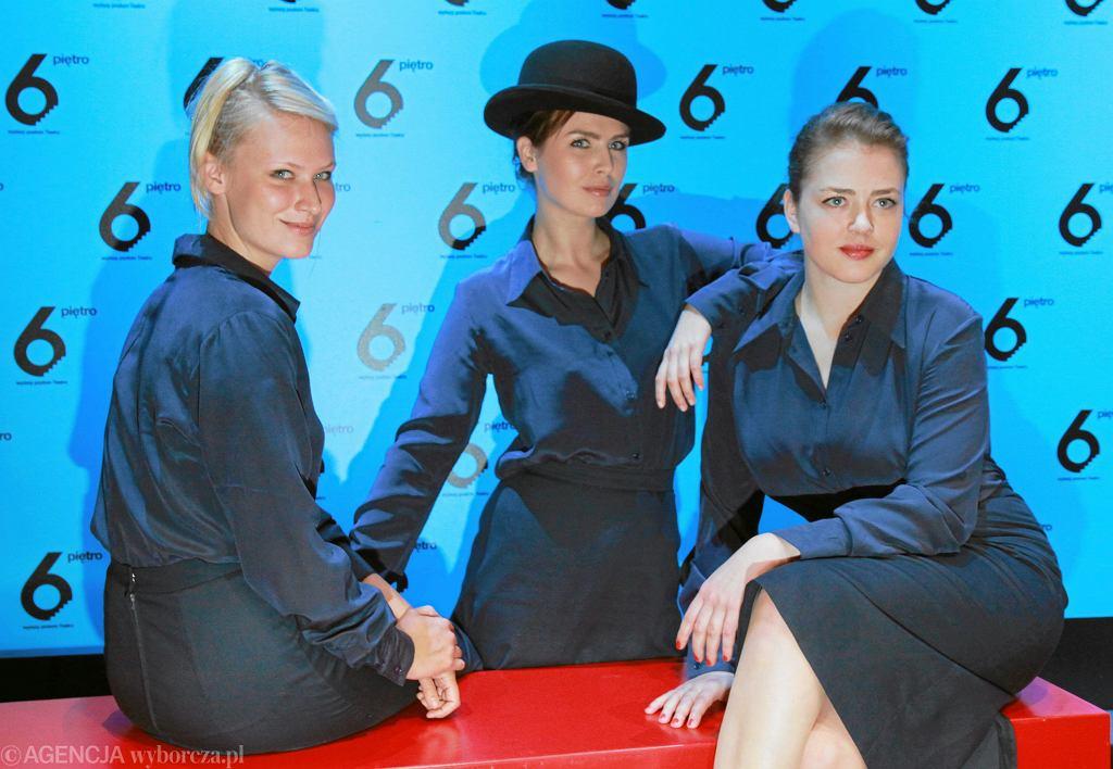 Od lewej: Agnieszka Żulewska, Oriana Soika, Małgorzata  Kocik podczas próby prasowej przedstawienia Teatru 6. Piętro
