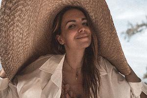 """Anna Wendzikowska pokazała zdjęcie z plaży. W komentarzach """"Z dziećmi w takim stroju... Niesmaczne"""". Odpowiedziała"""