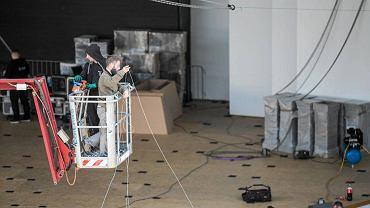 Budowa festiwalowej scenografii rozpoczęła się w weekend. W poniedziałek prezydent Opola zamknął amfiteatr dla TVP.
