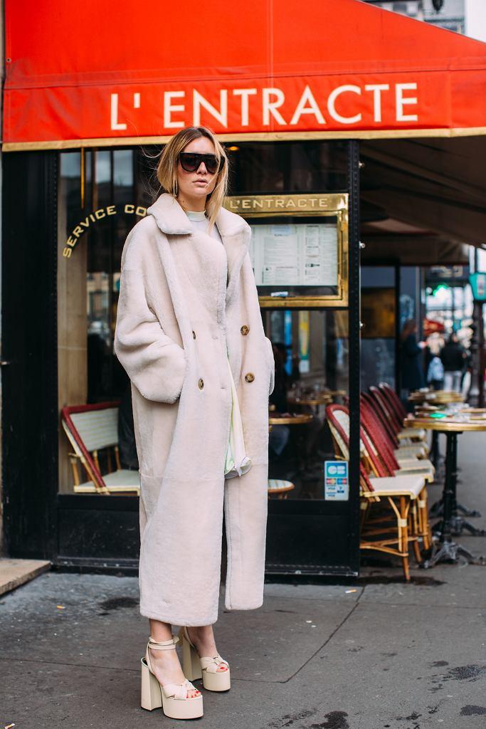 Buty na platformie do jesiennego płaszcza