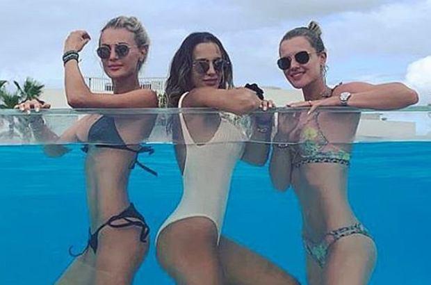 Sexy nastolatek Lesbijki działa ten cały trójkąt