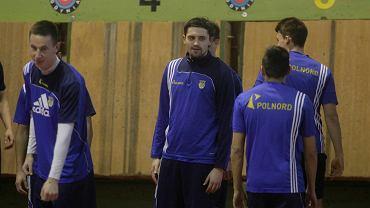 Trening Arki Gdynia. W środku Martin Zakrzewski