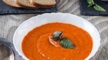 Krem z pomidorów jest smaczny i prosty w przygotowaniu. Zdjęcie ilustracyjne