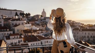 9Blonde,Woman,Standing,On,The,Balcony,And,Looking,At,Coast