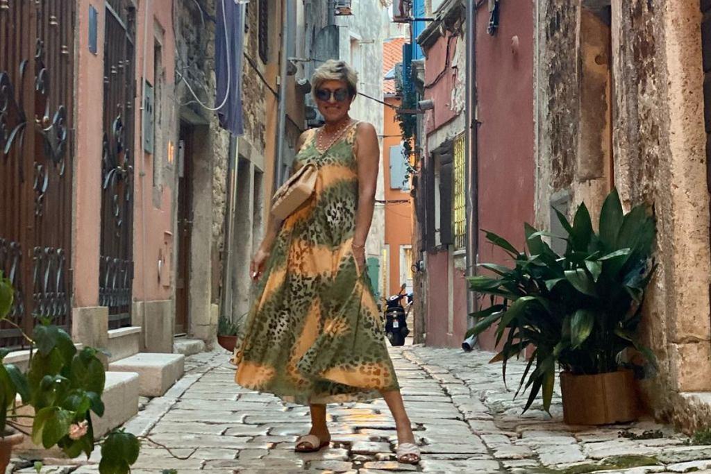 Zwiewne i wygodne sukienki Deha zabierz w każdą podróż!