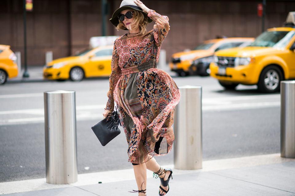 Te sukienki z długim rękawem dla kobiet po 50-tce to idealne modele na jesień i zimę!