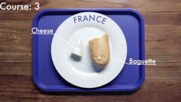 Tak wygląda trzecie danie, które wchodzi w skład obiadu francuskiego ucznia. Fot: screen z youtube/School Lunches Around The World