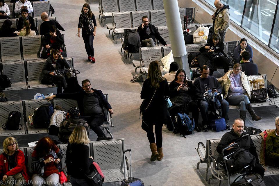 Młodzi i tak wyjadą, jeśli będzie źle. Lotniska na nich czekają