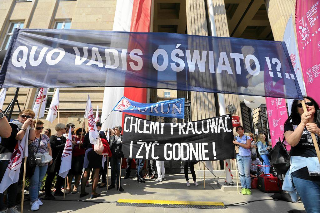 Protest zorganizowany przez Związek Nauczycielstwa Polskiego w Warszawie 21 kwietnia 2018 r.