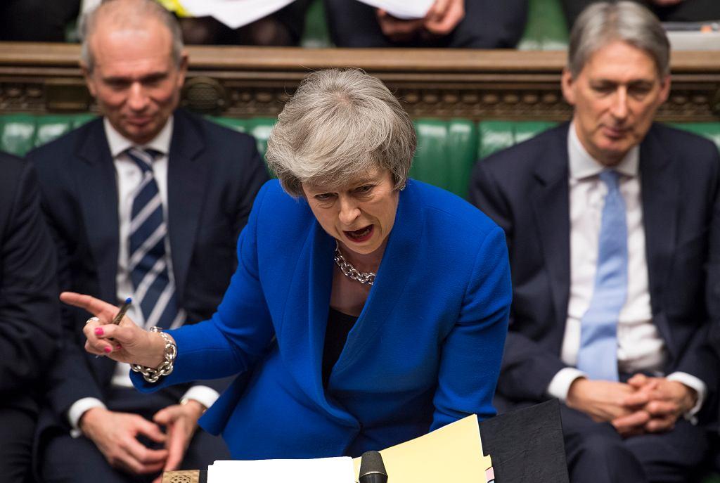 Theresa May ocaliła stanowisko