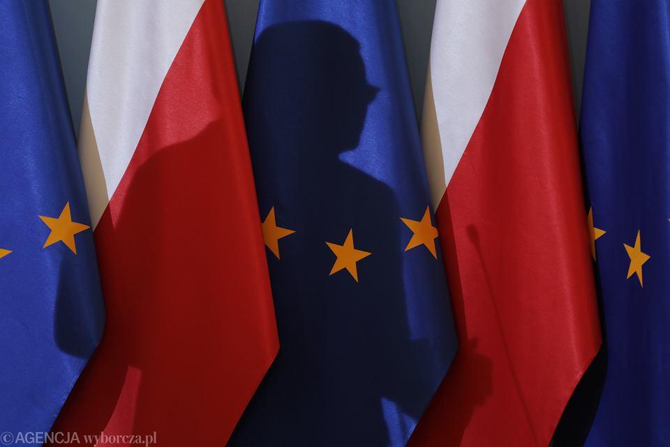 Groźba weta budżetu UE. Sondaż: Większość Polaków jest za układem 'pieniądze za praworządność' (zdjęcie ilustracyjne)