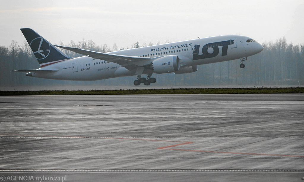 Boening 787 Dreamliner w barwach LOT. Wrocław, 24 listopada 2012