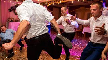 Goście podczas wesela zniszczyli salę. 'Przejechali kajakiem po parkiecie' (zdjęcie ilustracyjne)