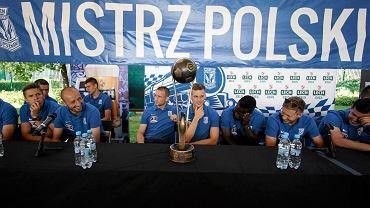 Spotkanie piłkarzy Lecha Poznań z kibicami