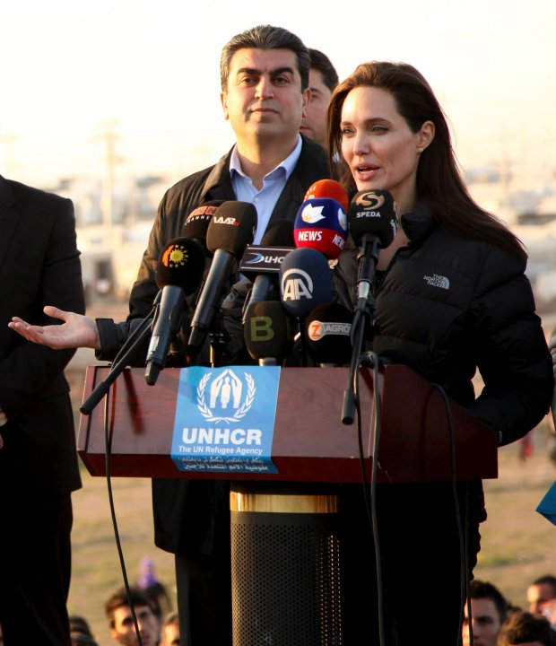 Actress and special envoy of the U.N. High Commissioner for Refugees (UNHCR) Angelina Jolie gives a speech as she visits a Kurdish refugee camp in Dohuk, northern Iraq January 25, 2015. Jolie paid a visit to the camp on Sunday and said the international community was not doing enough to help. REUTERS/Ari Jalal (IRAQ - Tags: CIVIL UNREST POLITICS SOCIETY IMMIGRATION ENTERTAINMENT)