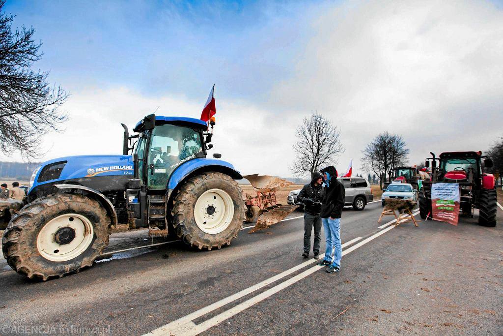 03.02.2015, blokada drogi krajowej nr 19 - protest rolników z NSZZ Solidarność Rolnikow Indywidualnych i OPZZ