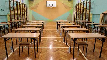 Szkoła zamknięta, ale nauczyciel musi iść do szkoły? Luka w przepisach
