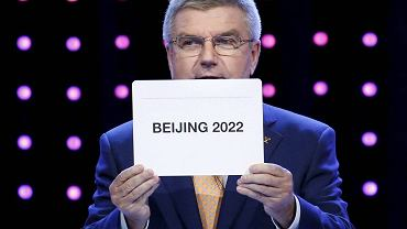 Pekin został wybrany gospodarzem Zimowych Igrzysk Olimpijskich w 2022 roku. Mimo braku śniegu i gór, protestów obrońców praw człowieka i kontrkadydatury Ałmatów, która ma przynajmniej góry, bo z prawami człowieka Kazachstan też jest trochę na bakier