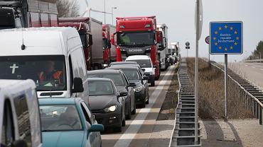 Unia Europejska walczy z zatorami na granicach. Tworzy tzw. zielone korytarze (zdjęcie ilustracyjne)