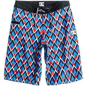 Styl: co nosimy tego lata, styl, moda męska, Z kolekcji DC spodenki - cena: 249 zł, spodnie
