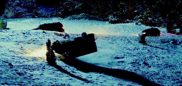 'Essential Killing' - dachowanie sprinterem po trzech i pół obrotu w bardzo trudnych zimowych warunkach wysoko w górach.