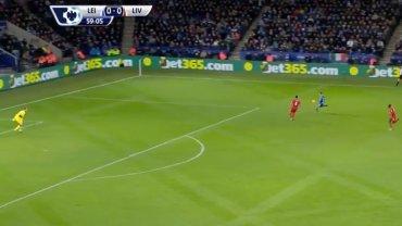 Jamie Vardy strzela gola Liverpoolowi