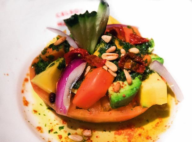 Madryt, w Celso y Manolo polecam stek, carpaccio itatar - dania zaromatycznych pomidorów