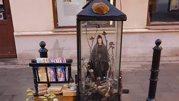 Instalacja artystyczna 'Ławka' na festiwalu Otwarta Ząbkowska wzbudziła kontrowersje