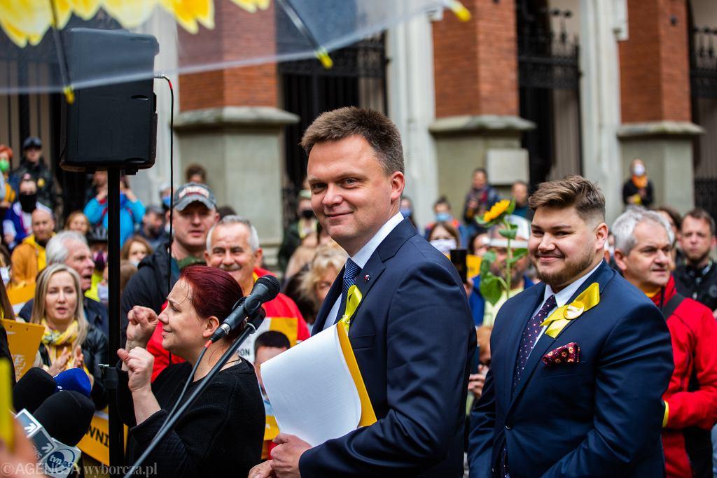 Szymon Hołownia podczas spotkania wyborczego w Krakowie.