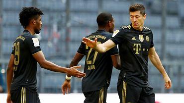 Robert Lewandowski (z prawej) podczas meczu Bayern Munich vs FC Augsburg, 22 maja 2021 r.