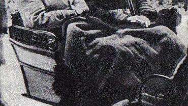 Prezydent Ignacy Mościcki (z prawej) i siedzący obok niego Hermann Göring na polowaniu w Białowieży, luty 1938 r.