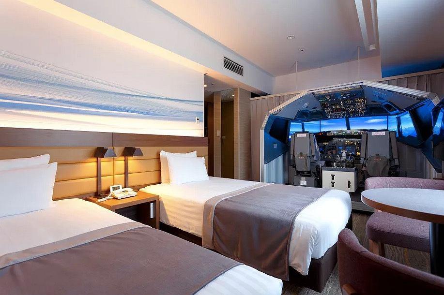 Kokpit Boeinga w pokoju hotelowym