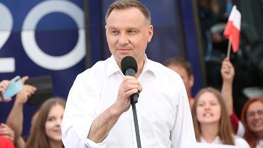 Prezydent Andrzej Duda zapowiedział zmiany w Konstytucji. Nie będzie możliwości adopcji dziecka przez związku jednopłciowe.