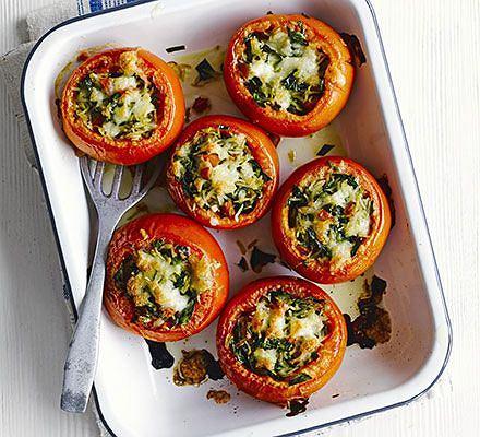 Faszerowane pomidory są efektowne i (wbrew pozorom) łatwe do przygotowania