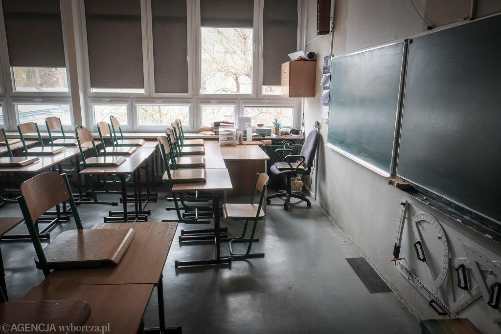 Kiedy jest zakończenie roku szkolnego 2021? Ostatni dzwonek na poprawę ocen. Uczniowie muszą się pospieszyć