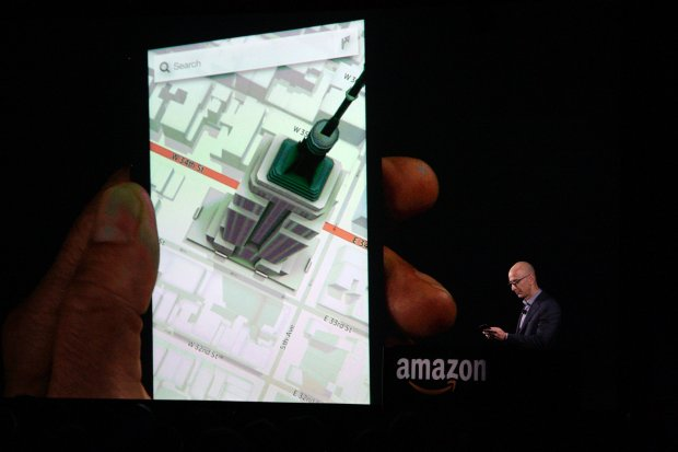 Amazon CEO Jeff Bezos shows off the 3D features of his company's new Fire smartphone at a news conference in Seattle, Washington June 18, 2014. Bezos unveiled a $200 smartphone called