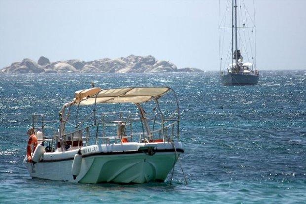 Żeglowanie między greckimi wyspami