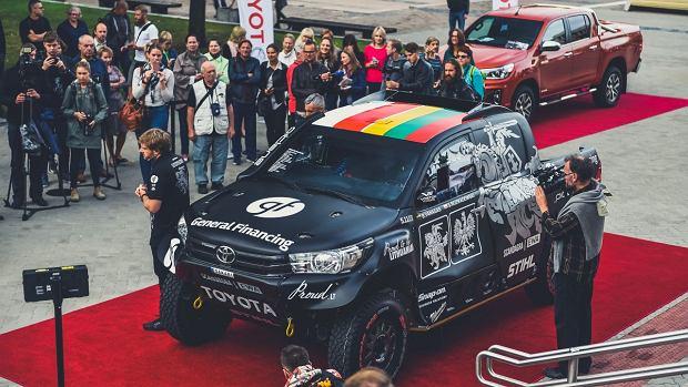 Sebastian Rozwadowski wraz z kierowcą Benediktasem Vanagasem