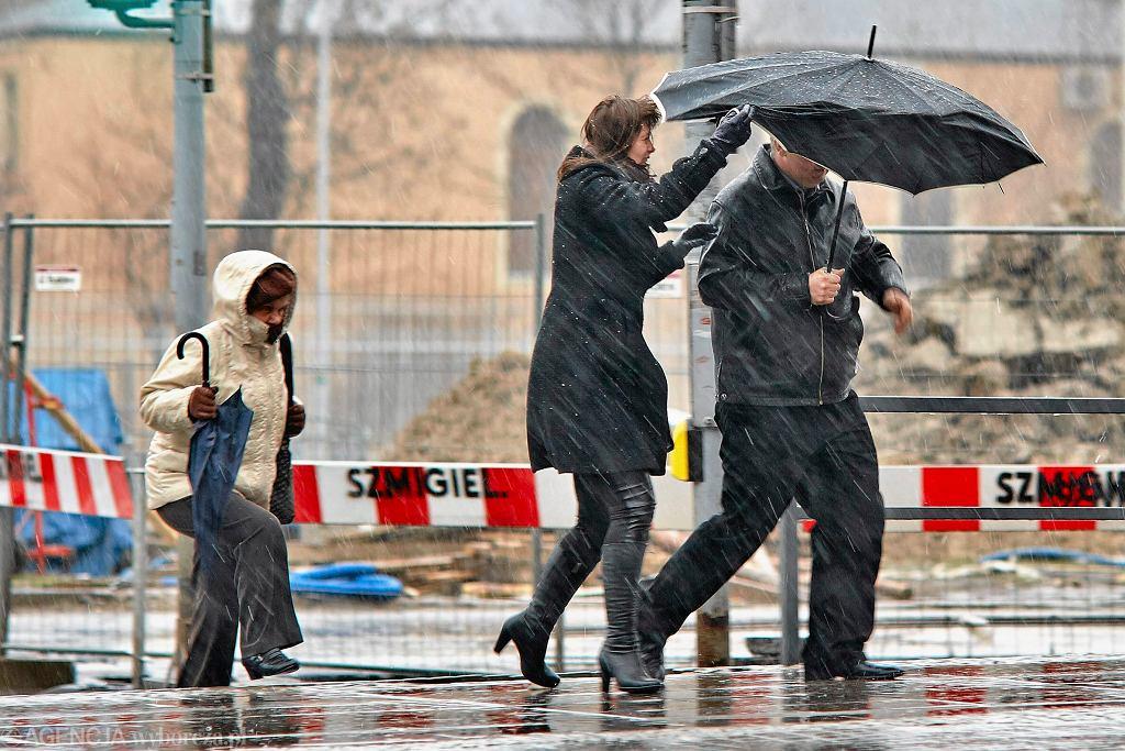 Pogoda. Synoptycy ostrzegają przed wiatrem