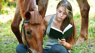 Książki o koniach dla dzieci uczą wrażliwości. Zdjęcie ilustracyjne