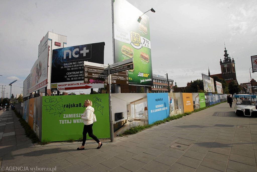 Gdańsk. Tego typu reklamy mają zniknąć po wprowadzeniu uchwały krajobrazowej