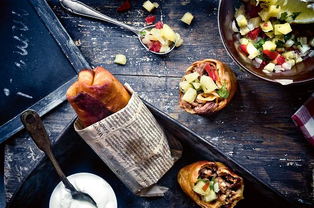 Chimichanga z wieprzowiną i salsą ananasową