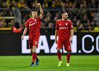 Władze Bayernu Monachium oblane piwem w czasie meczu z Borussią Dortmund [wideo]