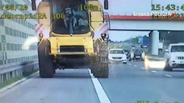 Mężczyzna jechał kombajnem po autostradzie